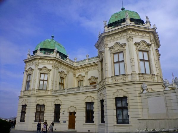 Виена двореца Белведере от страни