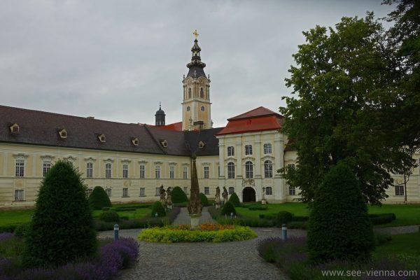 Kamptal Weintour Stift Altenburg Eingang
